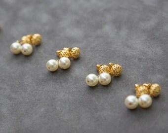 Gold Pearl Stud Earrings, Filigree Bridesmaid Earrings, Gold Pearl Jewelry, Bridesmaid Jewelry Set of 4