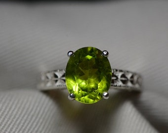 Sparkling 4.65 Carat Genuine Peridot Solitaire Ring Appraised At 450.00