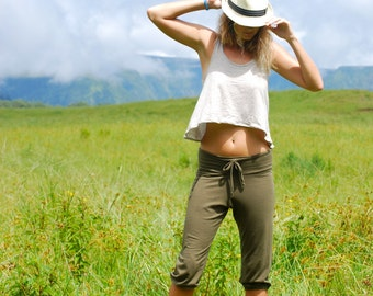 Cropped Capri Pants - Yoga Pants - Pockets - Organic Clothing - Eco Friendly - Olive Green