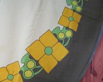 SALE!!  Vintage Dunmoy round Tablecloth large retro 1960s 70s floral green outdoor Tea Party Picnic