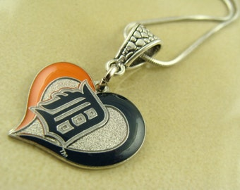 DETROIT TIGERS heart pendant with chain necklace