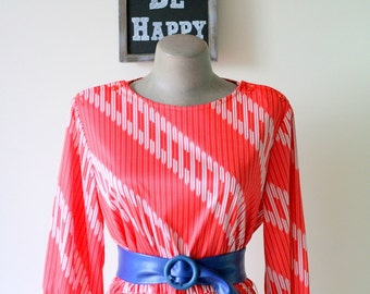 1960s CANDY CANE Dress/ Medium to Large Dress /  60s Dress / Candy Cane / Red White / Mod/ Geometric/ Shift Dress/ Holiday/ Party/ Twiggy