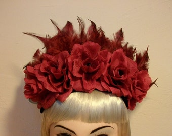 Gothic fascinator with feathers and roses - red