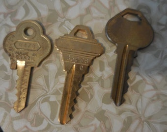 Vintage 1980s to 1990s Large Gold Tone Keys Set of (3) For Repurposing Jewelry Making Used Reuse Recycle