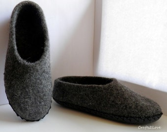 Grey Felted slippers. Women slippers. Wool slippers with leather soles. Warm bedroom slippers. Minimalist. Natural. Grey.