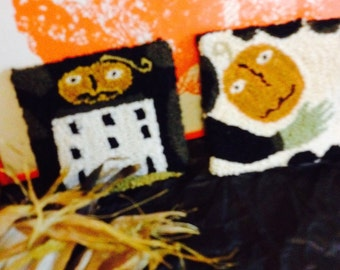 Pair of Prim Halloween Shelf Tucks Bowl Fillers