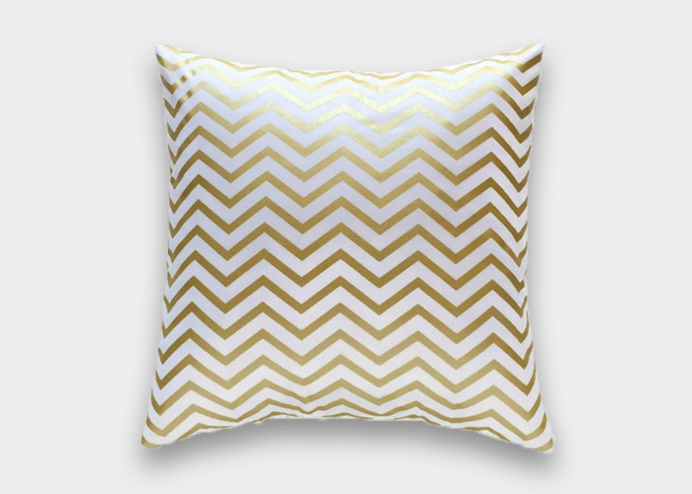Decorative Pillows White And Gold : Metallic Gold Chevron Decorative Throw Pillow Cover. 16x16