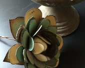 METaL FLOWeR RUSTiC BARbED WiRE STeM CREAm GREeN YELLoW FaDED MUtED TOnES