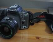 Minolta MAXXUM 530si Rz date 35mm film camera with Quantaray 28-80mm 1:3.5-5.6 telephoto zoom lens.