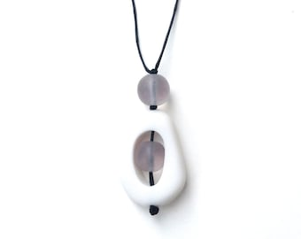 Nursing Breastfeeding Necklace - Non Toxic Resin 'Twiddle Buster' Pendant - Monochrome: White, Grey, Black