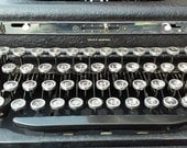 reserved for billy Royal De Lux Portable Manual Typewriter///1930's///Excellent Condition