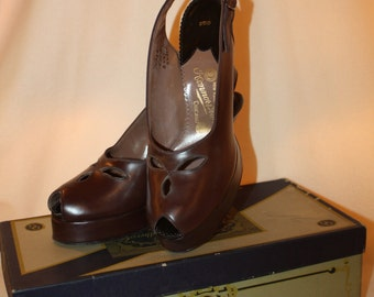 Vintage 1930's Beleganti Chocolate Leather Peep Toe Platforms