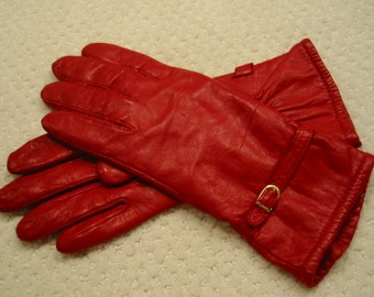 vintage true red  genuine leather gloves  - ladies size small to medium (7 - 7 1/2). . lined with acrylic. . . . gently worn