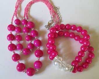 """Necklace hot pink glass Chunky  Beaded 17"""" necklace and matching stretch bracelet"""