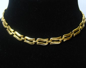 SALE  MONET Vintage Gold Tone Choker with Adjustable J-Hook Closure.  Double Swirl Links.