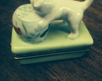 Vintage kitty cat green hinged trinket jewelry box fish bowl free shipping miniature animal valentines