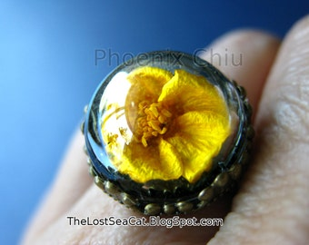 Real buttercup ring Terrarium ring Real flower ring Adjustable Wearable garden Snow globe ring Nature jewelry Real plant ring Statement ring
