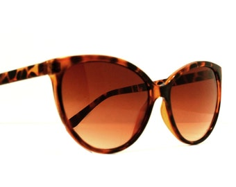 Vintage Tortoise Shell Cat Eye Sunglasses  - ala Twin Peaks Laura Palmer early 1990s