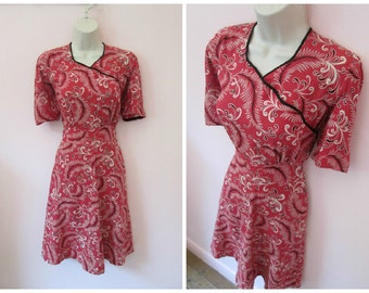 Gorgeous Vintage 1940s 40s Novelty Feather Print Dress with Nice Collar Detail -Art Deco-Swing-WWII-Pinup-Bombshell-Vixen-
