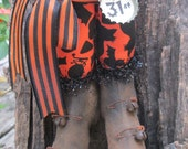 "Primitive Folk Art Halloween Witch Boots 9"" tall w/ Not so Scary Print Fabric Stockings~HAFAIR"