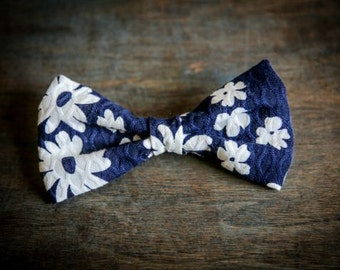 Mens clip on bow tie navy blue and white bow tie clip on bow tie
