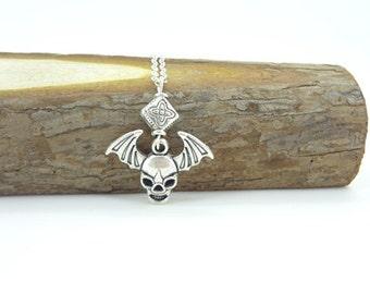 Elegant skeleton Flower diamond Oxidized Silver Tone Charm Pendant Necklace