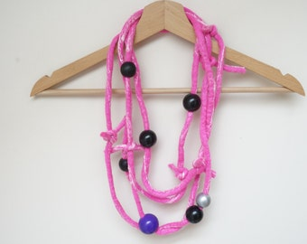 Hot pink felted necklace bracelet ooak freeform white magenta knot handmade DIY knot large wooden beads textile wool yarn