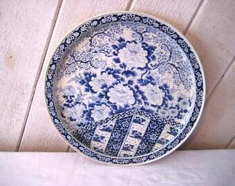 Blue and white floral tray, round tin tray, 60s 70s tin tary, ming tray
