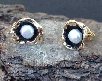 Water Cast Droplet Pearl Earrings in 14KT Gold
