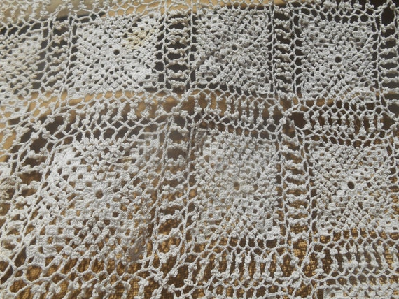 Victorian Off White Fine Lace Bedspread Hand Crocheted French Cotton Throw #sophieladydeparis