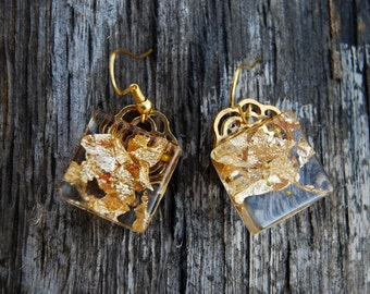 Gold flakes resin earrings. Handmade resin statement earrings. Golden flakes jewelry. Gold jewelry. Handmade earrings. Resin jewelry.