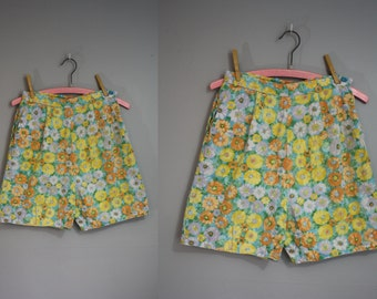 1950's Shorts // Floral Pattern // XS