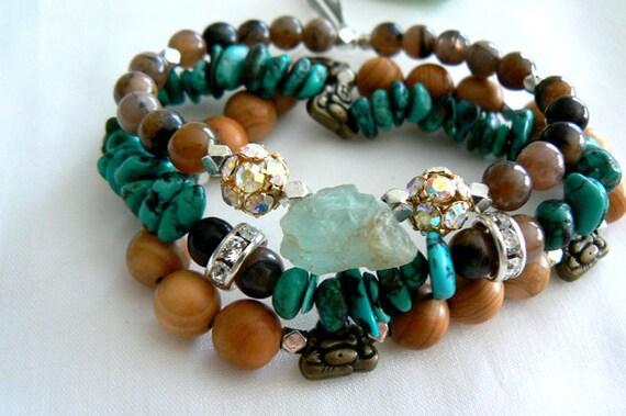 Aquamarine gemstone stretch bracelet set of 3- Rough aquamarine turquoise bracelet- Raw stone boho Swarovsky jewelry-Women fashion accessory
