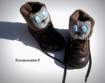Knitted Boot Cuff Kids, Light Brown Short Cable Knit Boot Cuffs, Short Leg Warmers. Bootsocks, legwear for kids with felt cats applique.