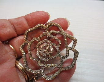 Flashy Outline of A Rose Brooch Pin With Rhinestones