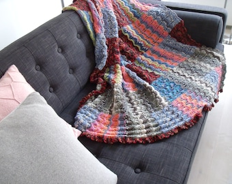 Colorful plaid/shawl from 150cm x 125 cm in lace pattern.