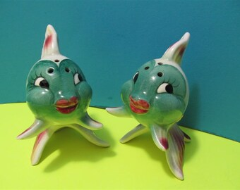Vintage Ceramic Fish Salt and Pepper Shakers Beach Ocean Mermaids Japan #869