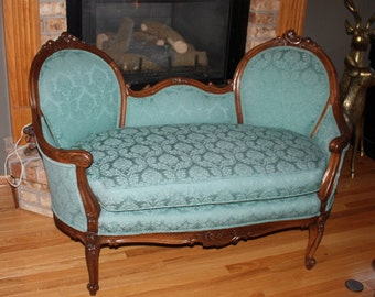 Beautiful Vintage Victorian Settee