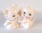 Cat Salt and Pepper Shaker Set - Pair of White Fluffy Kittens w Blue Eyes - Pet Animal Decor, Ceramic Kitty Cat Figurines - Vintage Kitchen