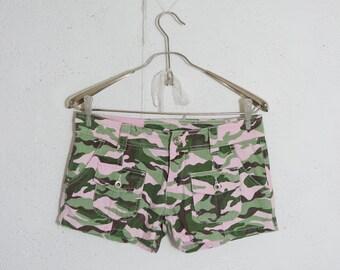 Vintage 90s Military Jeans Shorts // Khaki Green Military Shorts // Summer Beach Shorts Size Medium M