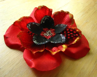 Black and red flower fascinator with gold accents and gears