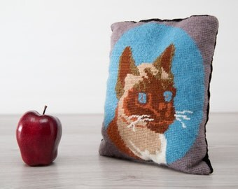 Vintage Small Needlepoint Cat Face Portrait Decorative Throw Pillow
