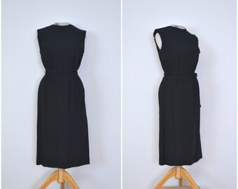 1950s simple sleeveless black dress // classic fifties fitted lbd // medium