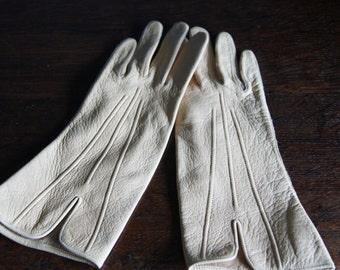 Vintage 60's Gloves Beige Colour Excellent Condition Small Size