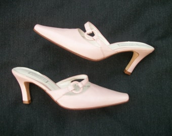 A Pretty in 80s 90s Vintage PALE PINK NORDSTROM Open Backed Shoes 6 W