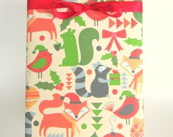 Winter Woodland Animals Christmas Wrapping Paper, Holiday Gift Wrap 10 ft x 2 ft. / 3.048 m. x .60 m Roll, Childrens Wrapping Paper