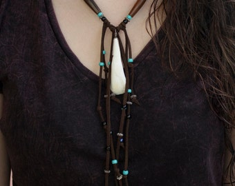 "Native American Necklace ""Awan"" - buffalo tooth, pearls and lace"