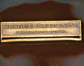 1926 Sesqui Centennial Philadelphia Store Family Souvenir Bronze Pin