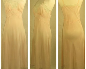 1960s Vintage Peach Lace RealSilk Hosiery Mills Lingerie. Size 34L