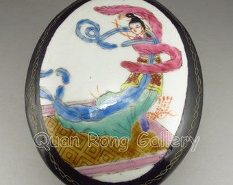 N2795  Vintage Chinese Lacquer Jewelry Box w Beautiful Girl